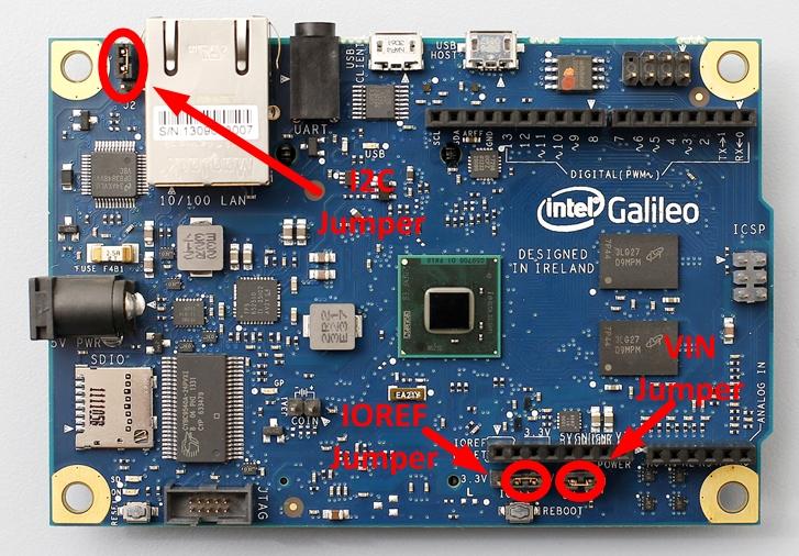 Detalle de placa Arduino Galileo en la que se resalta la ubicación de los jumper I2C, IOREF y VIN