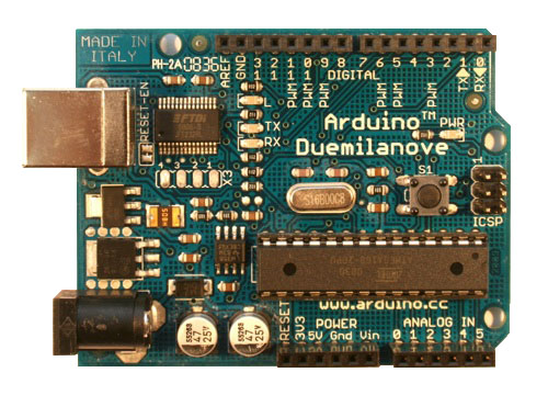Arduino Duemilanove.  Similar to the Diecimila but with handy auto-power-switching!